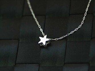 立体的な星のペンダント【国内送料無料】ふるさと納税の返礼品にも登録されている立体的なスターペンダントの画像