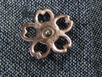 銅製桜型ピンズブローチ ジャケットやハットの飾りにの画像