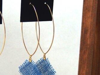 草木染の麻布ピアス(藍染淡色)の画像