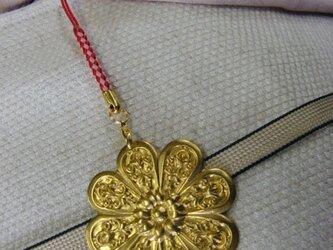 真鍮製 菊の家紋デザイン根付ストラップ 着物の帯飾りにの画像