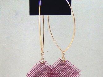 草木染の麻布ピアス(フェルナンブコ濃色)の画像
