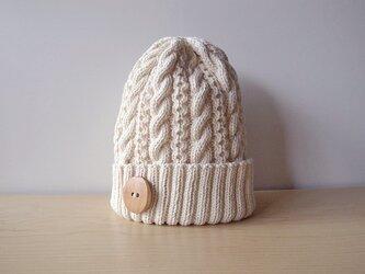 ミルクホワイトなコットンウールのニット帽の画像