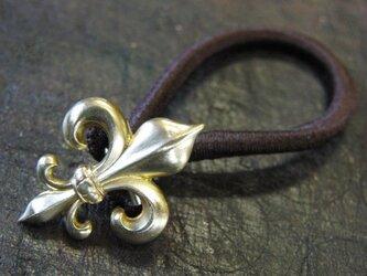 真鍮ブラス製 フレア(ユリ)型ヘアゴムコンチョ 髪留め・バッグ飾り・ペットの首輪飾りにもの画像