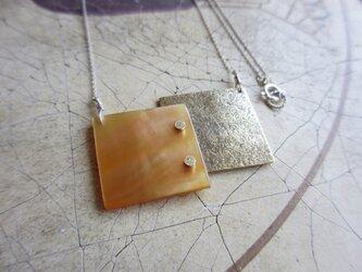 [rivet]白蝶貝&真鍮ロングネックレスの画像