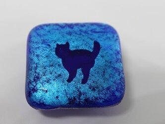 蒼い猫のシルエット***ガラスの帯留めの画像
