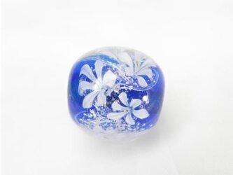 ブルーの花玉の画像