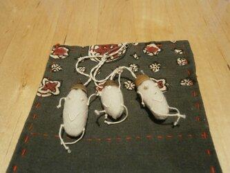 どんぐりの袴のチャームの画像