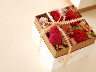 【母の日】ボックスアレンジ(アート・red)の画像
