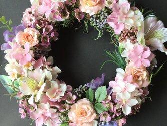 ピンクのお花のリースの画像