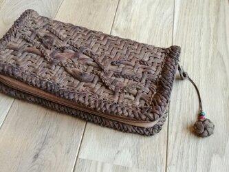 山葡萄の蔓で編んだ長財布・ストラップ付の画像
