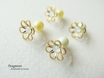 Brass flower + Swarovski  樹脂ノンホールピアスの画像