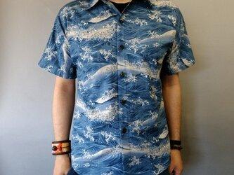 半袖和柄シャツ(荒波模様)の画像