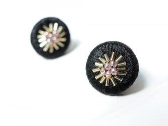 <Stella~遊び好きの星~>刺繍イヤリング◎ブラック/黒の画像