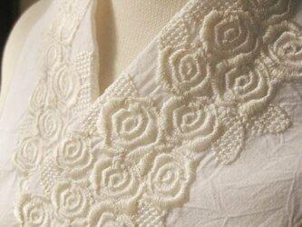 半衿・刺繍半衿・白薔薇の画像