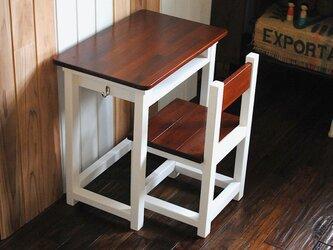★ミルクペイント♪マットホワイトのレトロな小さい勉強机と椅子セットの画像