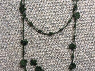 夏糸のラリエット  花と玉 緑の画像