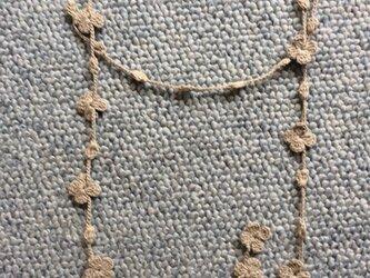 夏糸のラリエット  花と玉 ベージュの画像