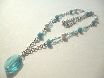 スワロフスキー・パールカットガラスのネックレスの画像
