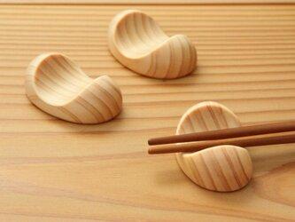 木の箸置き 豆形 ひのきの画像