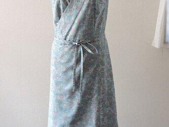 着物リメイク:紬のカシュクールワンピース(水色)の画像