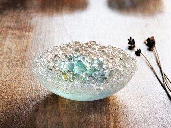 ガラスのアクセサリートレイ -「 KAKERAの光 」 ● ターコイズブルー・9cmの画像