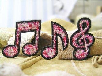 ★音符トーン記号3枚★エレガントな赤とピンクの小花柄★ワッペンの画像