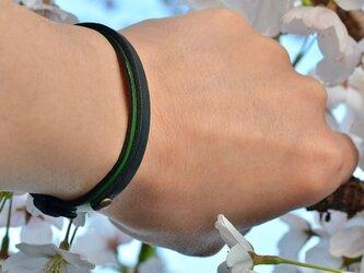 イタリアンレザー 緑 / 墨 レイヤード ブレスレットの画像