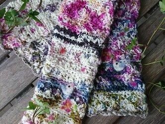フェルト模様ロングハンドウォーマー 花と千鳥の画像