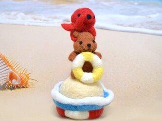 浮き輪コグマと仲良しタコちゃんの画像