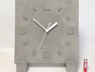 立て掛け型コンクリート置き時計の画像