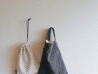 水玉 小さなワンハンドル&巾着 (くろ)の画像