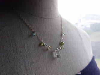 ライトイエロークォーツのネックレスの画像