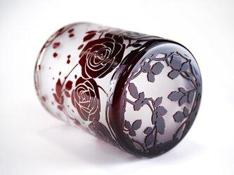 薔薇園のグラスの画像