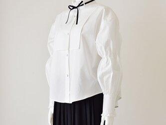 マルムークスリーブのフリルシャツの画像