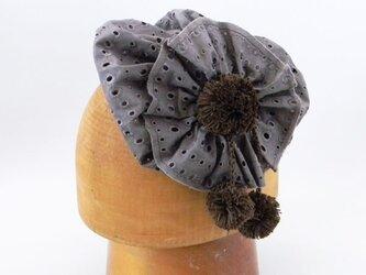 カチューシャタイプのヘッドドレス。綿レースの小さなベレーをかぶってるみたいな可愛いカチューシャ【PL1227-Brown】の画像