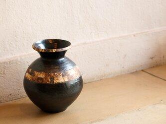 伊豆土黒釉叩き壺の画像