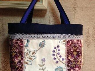 刺繍生地&リバティ苺 帆布 パッチワークトートバッグの画像