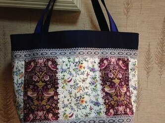 リバティ 苺と鳥模様 帆布 パッチワークトートバッグの画像
