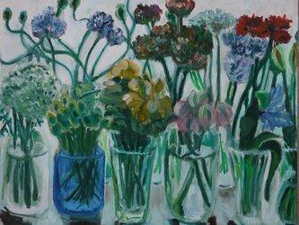 窓辺の花瓶の画像