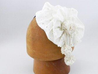 カチューシャタイプのヘッドドレス。綿レースの小さなベレーをかぶってるみたいな可愛いカチューシャ【PL1227-White】の画像