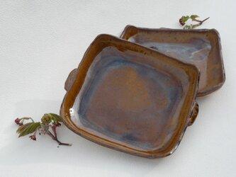オーブンに入れられる角皿の画像