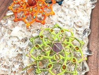新色追加!天然石のマクラメ編みヘアピン/ダリア(シャトルーズ系×アメジスト)の画像