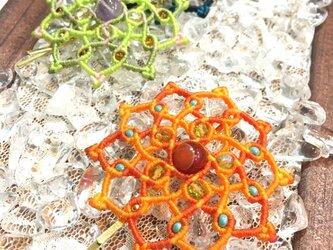 新色追加!天然石のマクラメ編みヘアピン/ダリア(オレンジ系×サードニクス)の画像