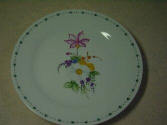 ケーキ皿   白い花のブーケの画像