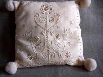 鳥の刺繍 スウェーデン刺繍のクロスの画像