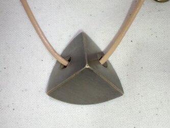 三角メタルのネックレスの画像