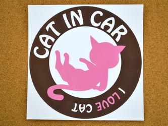 猫のシール「cat in car」ピンク&ブラウンの画像