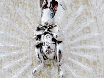 うさぎのタックブローチの画像