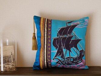 KIMONO帆船文正絹➕フランス製タッセルミニクッションの画像