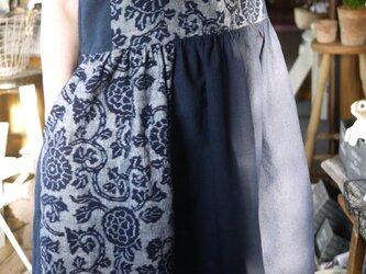 久留米絣手織花紋と結城紬ノースリーブワンピースの画像